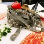Tagliolino al nero di seppia con cozze pomodori e ricotta di pecora